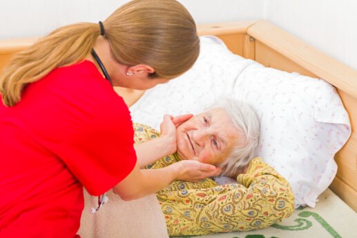 3 Helpful Tips in Providing Good In-home Hospice Care for Seniors